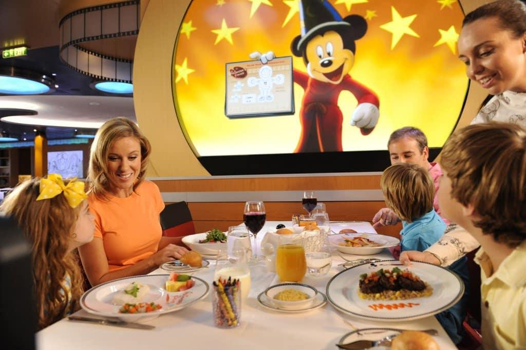 Restaurantes no navio Fantasy da Disney
