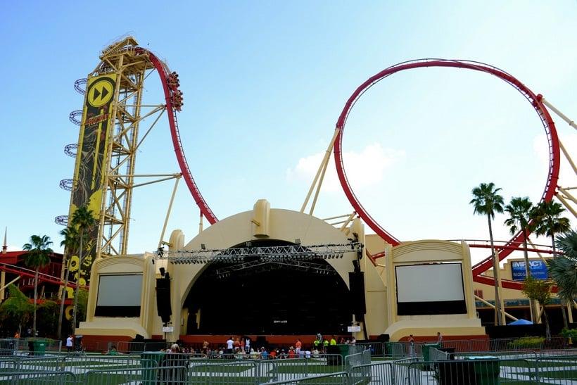 Montanha-russa Rock It no Universal Studios em Orlando