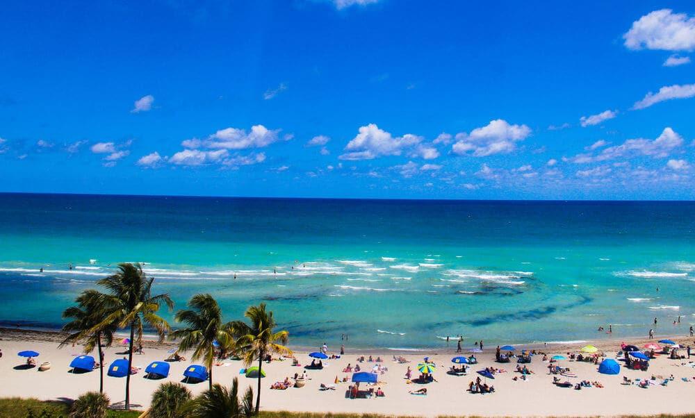 Praia de Hollywood Beach em Miami
