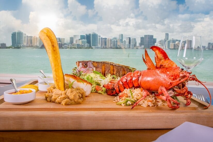 Detalhes sobre o restaurante Rusty Pelican em Miami