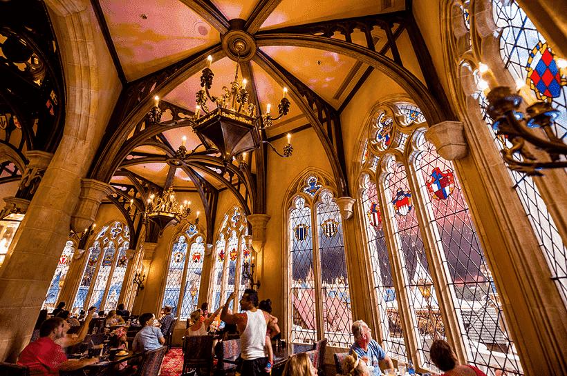 Como é o restaurante Cinderella's Royal Table na Disney