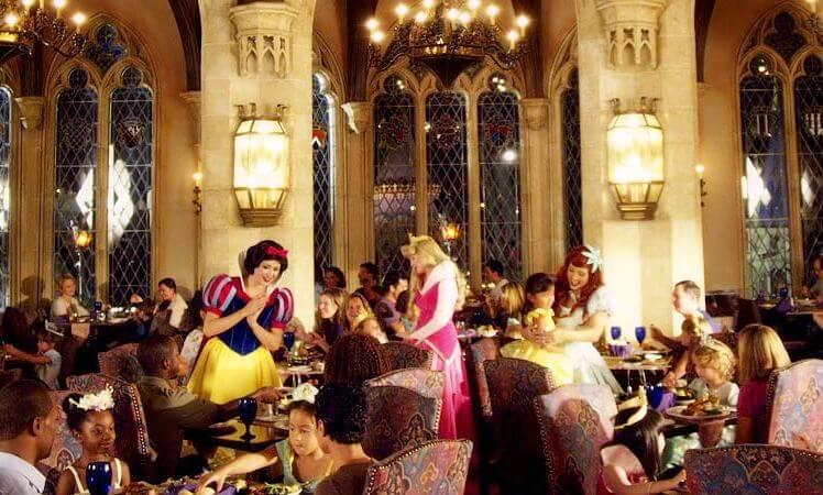 Conheça o encantador restaurante da Cinderela no Magic Kingdom