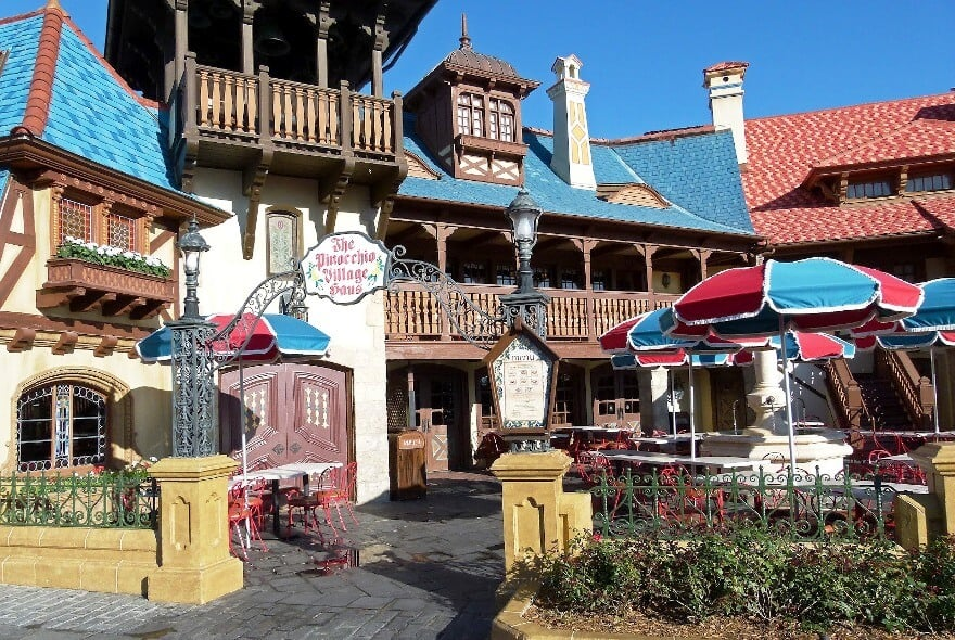 Restaurante Pinocchio Village Haus   Disney Magic Kingdom
