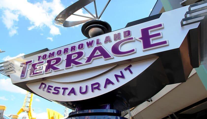 Conheça o restaurante Tomorrowland Terrace no parque Magic Kingdom