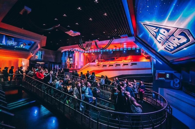 Fila para o Star Tours da Disney