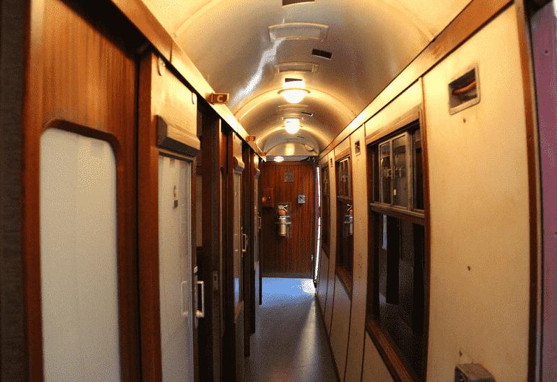 Hogwarts Express, o trem que liga os parques do Harry Potter