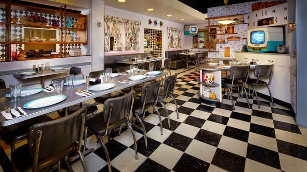 Interior do 50's Prime Time Café na Disney em Orlando