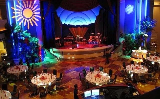 Interior da casa noturna Atlantic Dance Hall na Disney em Orlando