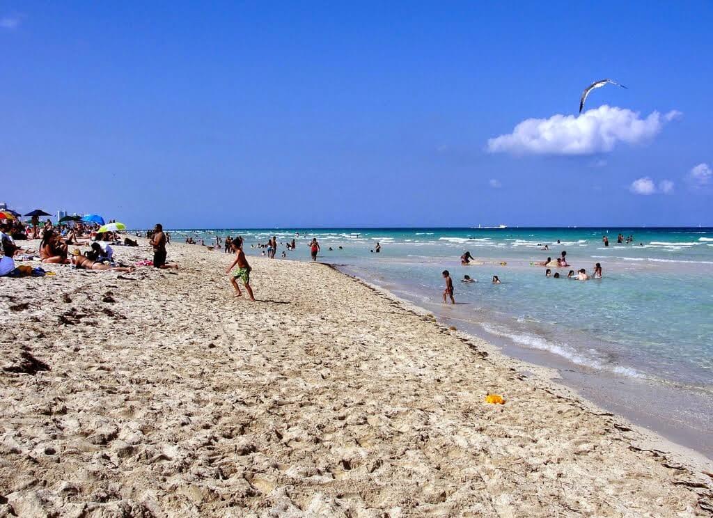 Praia Surfside Beach em Miami Beach