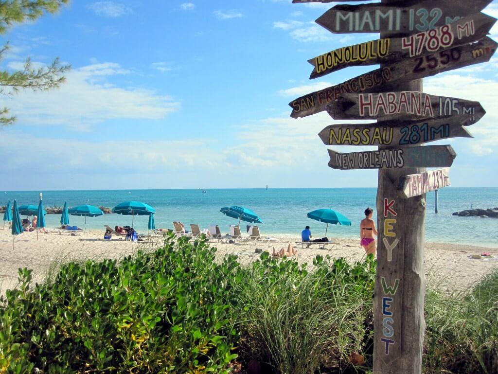 Placa em praia de Key West