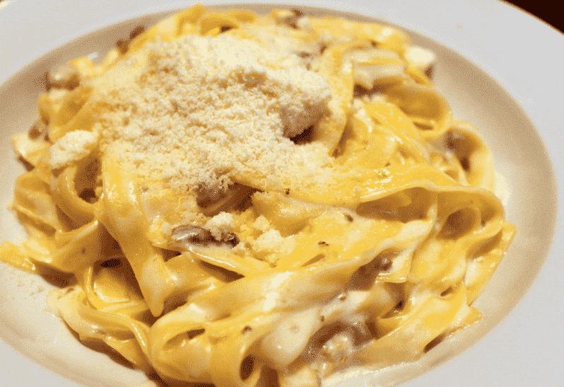 Prato de macarrão do restaurante Tutto Italia no Epcot em Orlando