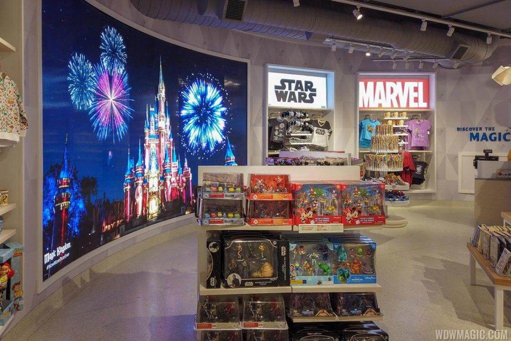 Interior da loja Magic of Disney do Aeroporto Internacional de Orlando