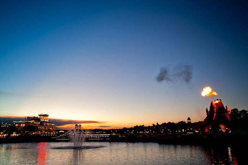 Vista do lago de Disney Springs