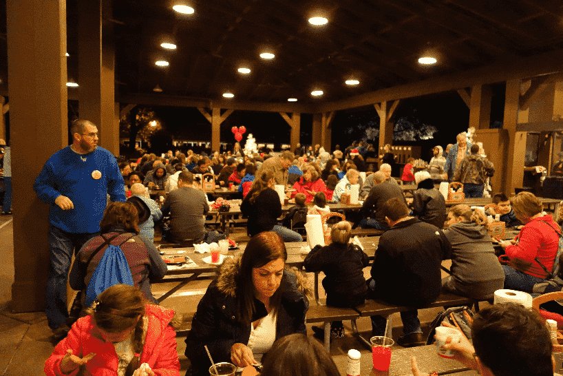 Mesas do Churrasco Mickey's BBQ na Disney em Orlando