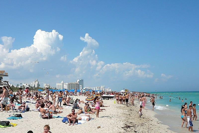 Praia em South Beach em Miami