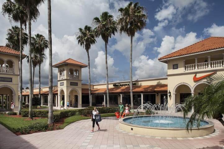 Pátio do Florida Keys Outlet Center em Homestead?