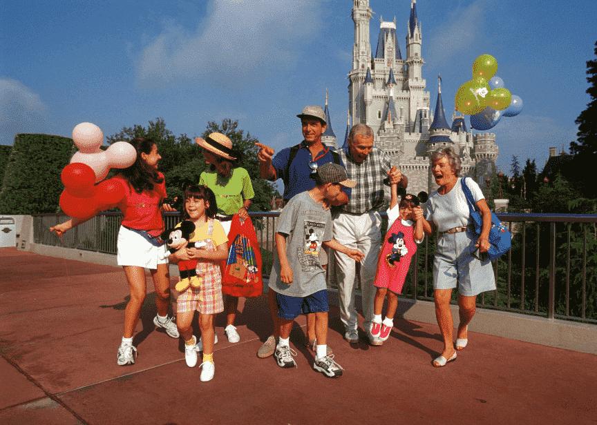 Família com a melhor idade 60+ na Disney