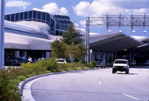 Como ir do aeroporto de Daytona Beach até o centro turístico de carro