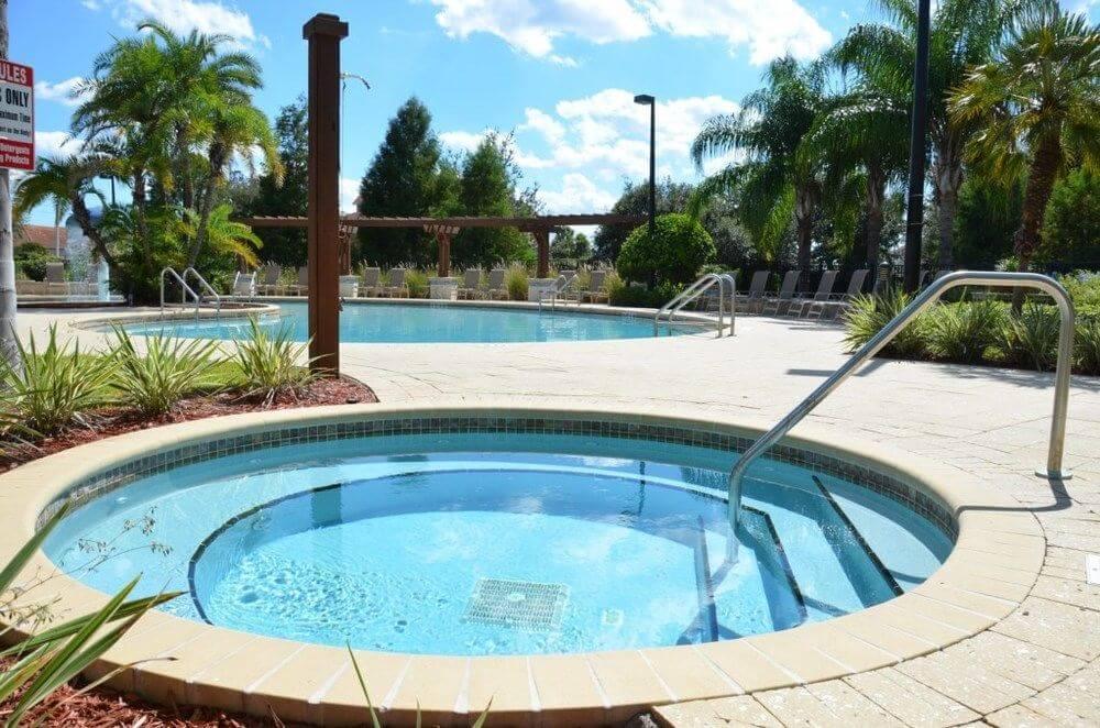 Jacuzzi do Condomínio de casas Lucaya Village Resort em Orlando