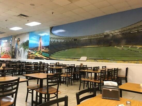 Interior do restaurante brasileiro Tony's Brazilian Grill em Orlando