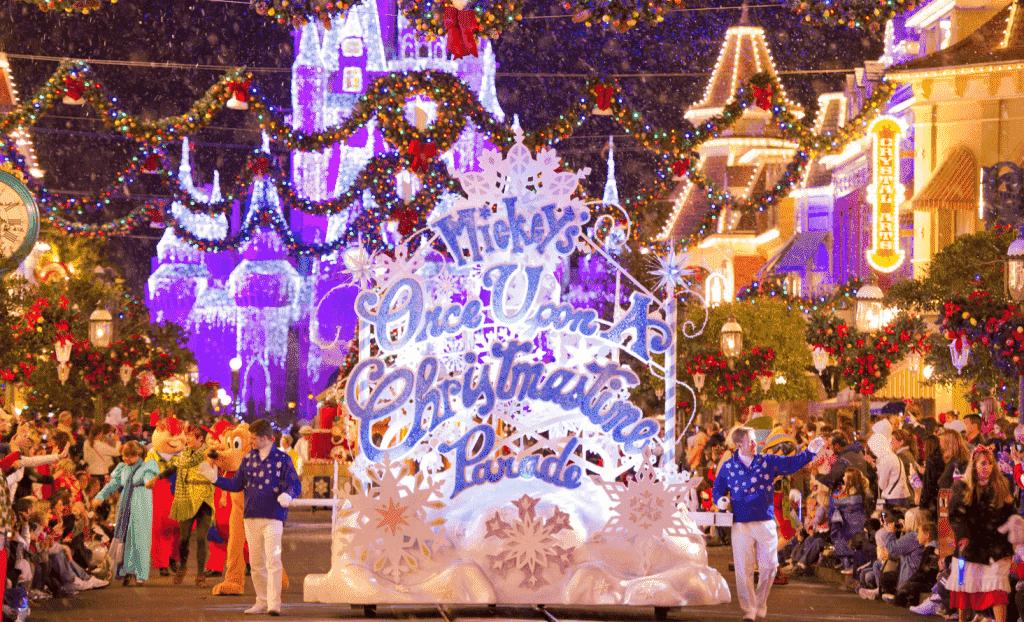 Fachada na Mickey's Once Upon a Christmastime Paradena Disney em Orlando