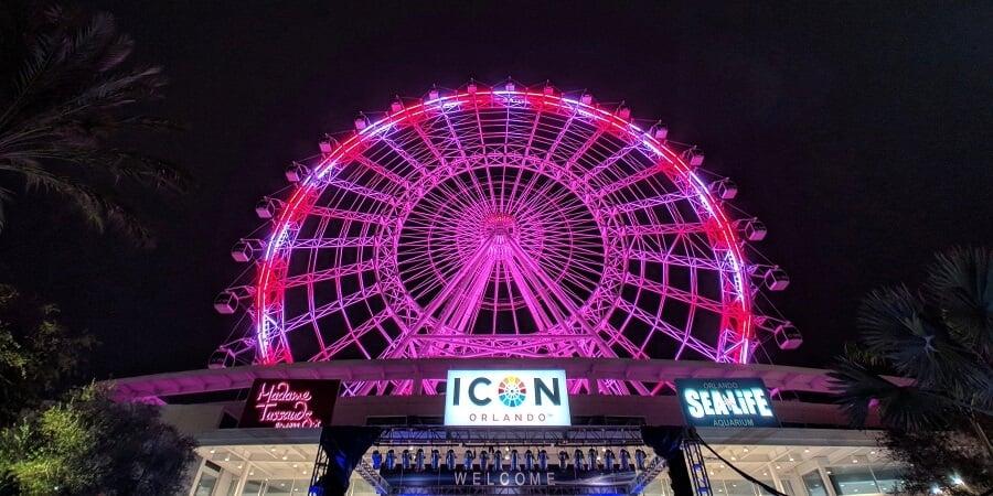 Luzes à noite na ICON Orlando