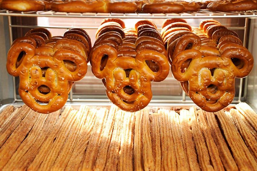 10 melhores doces e lanches da Disney em Orlando: Pretzels do Mickey