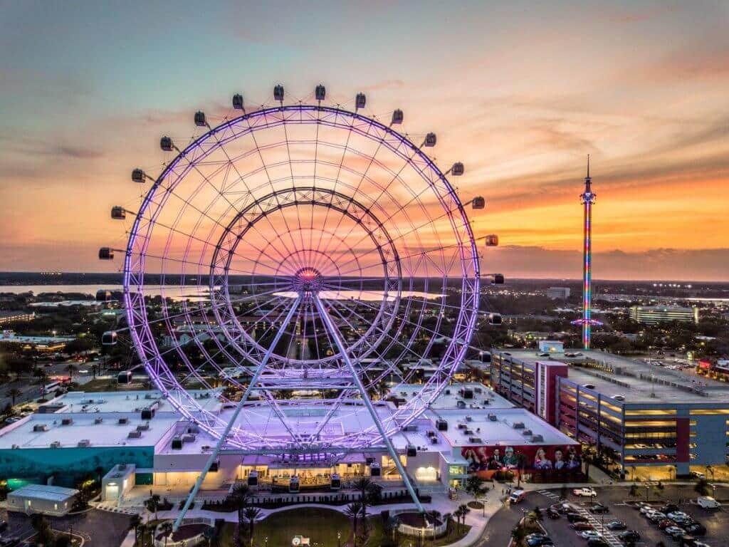 Pôr do sol da roda-gigante ICON em Orlando