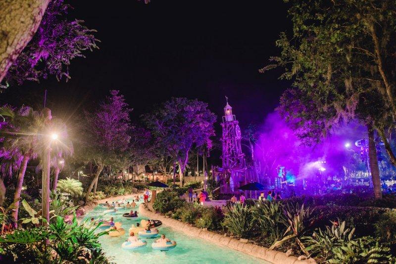 Atração no H2O Glow Nights 2020 no Typhoon Lagoon em Orlando
