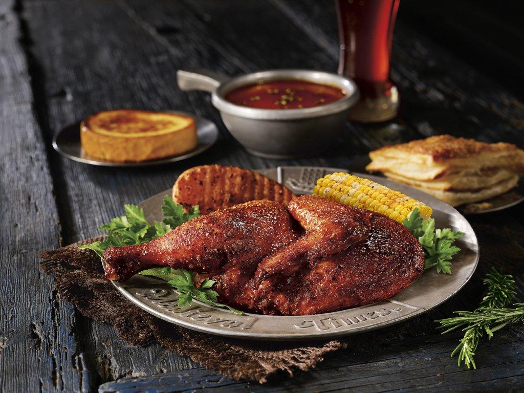 Pratos no jantar Medieval Times com duelo de cavaleiros em Orlando