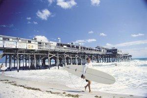 Surfe na praia de Cocoa Beach