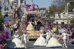 Parada de feriado na Disney em Orlando