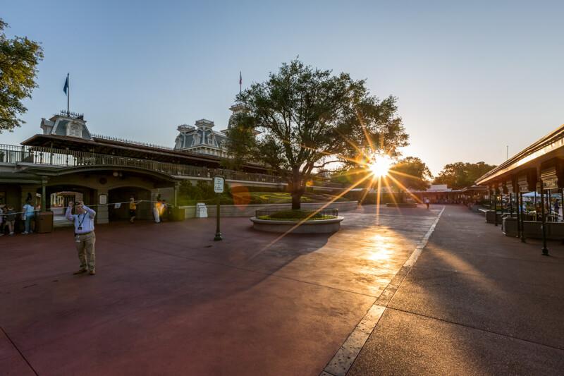 Parque vazio no Early Morning Magic da Disney em Orlando