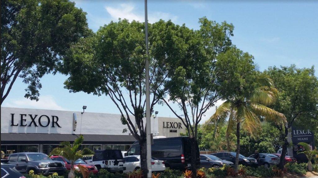 Frente da loja Lexor em Miami