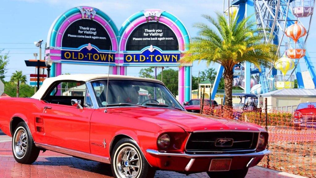 Carros antigos em Old Town