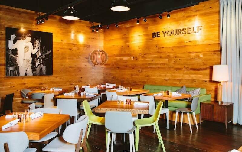 Ambiente do restaurante Beatrix na Disney Springs em Orlando