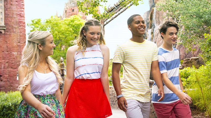 Adolescentes no parque Animal Kingdom da Disney em Orlando