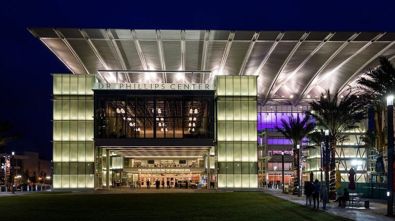 Visão externa do Dr. Phillips Center: o centro de artes cênicas de Orlando