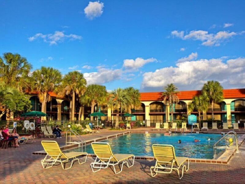 Piscina do Maingate Lakeside Resort