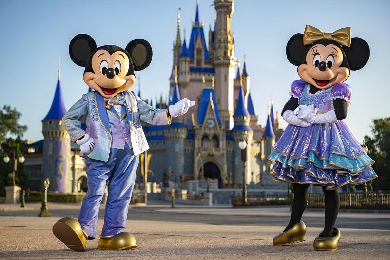 Mickey e Minnie com roupa especial de 50 anos da Disney