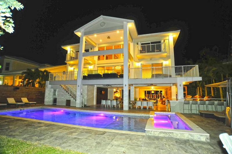 Casa alugada em Miami, à noite
