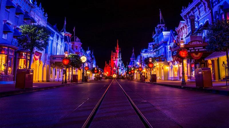 Noite de Halloween no Parque Magic Kingdom em Orlando