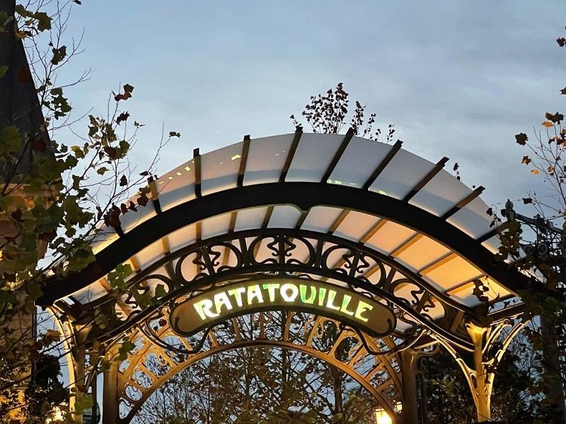 Arco Art Nouveau representando uma estação de metrô de Paris